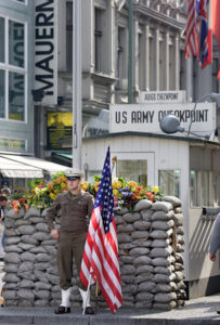 hotel_berlin_checkpoint_charlie_02